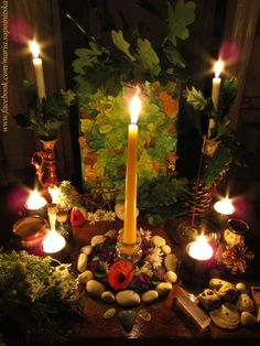 Midsummer altar / Litha altar - Pinned by The Mystic's Emporium on Etsy Samhain, Mabon, Beltane, Wicca Altar, Green Witchcraft, English Christmas, Season Of The Witch, Sabbats, Witch Aesthetic