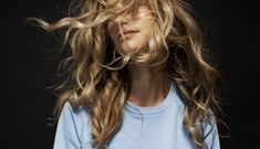 Wind tossed curls. | Posted by: zoekaissen.com | Pinned from: privé de sommeil