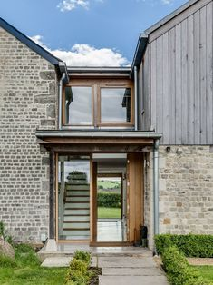 Old cottage extension glazed link staircase exterior Brick Cottage, Old Cottage, Modern Cottage, Laurel House, Rustic Houses Exterior, Exterior Stairs, Exterior Cladding, Cottage Extension, Thatched House