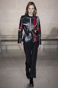See the complete Louis Vuitton Fall 2017 Ready-to-Wear collection.