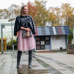 Franny Winter Style | Diesel Only The Brave Sweatshirt | Rosé Plissée Rock & Overknees aus Velourleder | Raffstiefel | hot-port.de | 30+ Fashion Blog