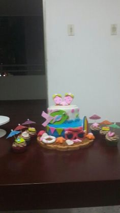 Cake and cupcakes tropical
