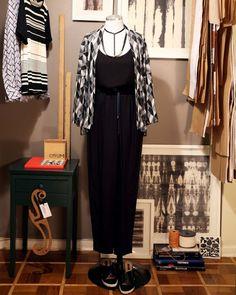 Kimono ORUM Tricot Modernista // Regata ORUM Livre // Colar ORUM Black Tube // Calça ORUM Alfaiataria Confortável Preta
