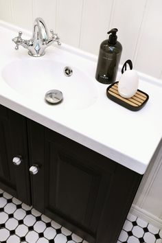 Dermosil Living Hand wash and soap Bathroom Inspiration, Hand Washing, Clutter, Sink, Interior Design, Beautiful, Home Decor, Products, Sink Tops