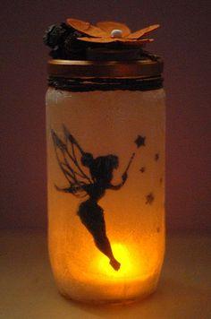 Frascos de vidrio convertidos en lamparas de hadas tutorial Crafts For Seniors, Fall Crafts For Kids, Diy Arts And Crafts, Vase Crafts, Mason Jar Crafts, Diy Halloween Decorations, Halloween Diy, Diy Gift For Bff, Deco Disney