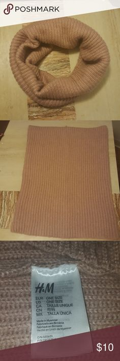 NWOT H&M infinity scarf Knit Mauve color Can be worn in multiple ways Never worn! H&M Accessories Scarves & Wraps