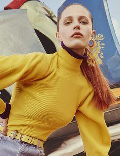 Et si on portait des boucles d'oreilles plumes pour cet été ? | Vogue