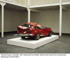 Bertrand Lavier, Giulietta, 1993. Automobile accidentée. Musée d'art moderne et contemporain, Strasbourg. © André Morin