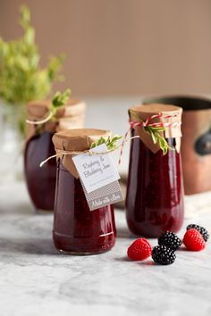 Spiced Blackberry Raspberry Jam - these would make fantastic holiday gifts @driscollsberry #blackberryjam #jam #jelly