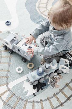 Aufregende Steckspiele für Kleinkinder machen nicht nur mächtig viel Spaß, sondern sie trainieren auch noch die feinmotorischen👋 Fähigkeiten der Kids!! Ab sofort in unserem Onlineshop erhältlich.  👉  www.tweeto.de Ab Sofort, Kid Furniture, Toddlers, Toys