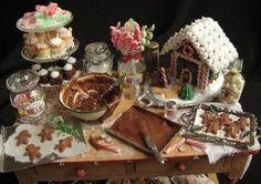 ~ Decorate Your Dollhouse ~ Christmas Table miniatures Miniature Kitchen, Miniature Crafts, Miniature Christmas, Christmas Minis, Christmas Gingerbread, Miniature Food, Miniature Dolls, Christmas Baking, Xmas