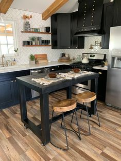 """Visit our web site for even more info on """"bar tables kitchen"""". It is an exceptional area to find out more. Patio Bar Set, Pub Table Sets, Bar Tables, Reclaimed Wood Bars, Reclaimed Wood Coffee Table, Wood Bar Table, Diy Table, Table Bench, Kitchen Island Table"""