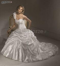 http://www.lemienozze.it/gallerie/foto-abiti-da-sposa/img20517.html Abito da sposa monospalla con scollo a cuore