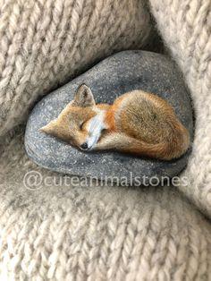 Creative Diy Ideas For Pebble Art Crafts! Fox Painting, Pebble Painting, Pebble Art, Stone Painting, Painted Rock Animals, Painted Rocks, Stone Crafts, Rock Crafts, Best Decor