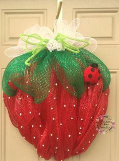 Big Strawberry Deco Mesh Wreath Mothers by HoustonCustomWreaths Deco Mesh Crafts, Wreath Crafts, Diy Wreath, Wreath Hanger, Wreath Ideas, Summer Decoration, Mothers Day Wreath, Deco Mesh Wreaths, Burlap Wreaths