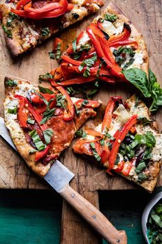 """Mediterranean Roasted Red Pepper Pizza """"Whole wheat, topped with olive oil, protein packed mozzarella, and piled high with veggies. Mediterranean Pizza, Mediterranean Recipes, Vegetarian Recipes, Cooking Recipes, Healthy Recipes, Pizza Recipes, Pizza Gourmet, Pizza Food, Veggie Pizza"""