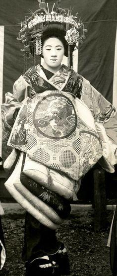 Tayuu (Japanese Courtesan), 1920's Japan. °