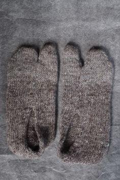 two-toe socks   itoito.jp