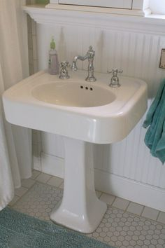 Pedestal sink with wainscotting--such a clean, old-fashioned look!