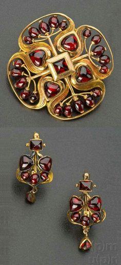 Art Nouveau gold and garnet brooch and a pair of earrings, by Němec Josef… via en.esbirky.cz