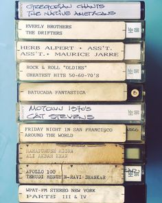 I just went through a box full of cassette tapes and CDs that belonged to my dad and it looks like I inherited his very eclectic taste in music. Also, how awesome was his handwriting? 📻 Acabo de curiosear una caja llena de cassettes y CDs que eran de mi papi y al parecer de él heredé mi gusto musical tan ecléctico. No era genial su letra?