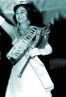 Miss Venezuela 1961 - Anasaria Vegas Albornoz - del Estado Mérida el 26 de julio de 1941 fue la ganadora de la 8ª edición del concurso Miss Venezuela, la cual se llevó a cabo en el Hotel Tamanaco. Anasaria fue coronada por Gladys Ascanio, Miss Venezuela 1960 contaba con 19 años al momento de su coronación y media 1,67 cm. de estatura. Viajó a Long Beach, Estado de California en Estados Unidos donde nos represento en el Miss Universo el 28 de julio de 1961 y no clasificó.