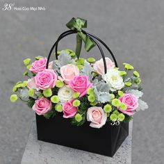 Basket Flower Arrangements, Beautiful Flower Arrangements, Floral Arrangements, Beautiful Flowers, Flower Box Gift, Flower Boxes, Deco Floral, Arte Floral, Mothers Day Flowers