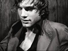 Ashton Kutcher.. newly single?!?!
