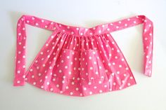 Table cloth into cute apron! can just sponge it clean, Awesome! Tutorial is made for a kid but I'd try it for an adult too!