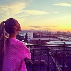 ❤Stay gold always ❤ Classy Hairstyles, Cool Girl Style, Stay Gold, Rich Life, Stay Classy, City Girl, Strike A Pose, Great View, Travel Style