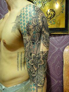 Segunda-feira tatuada tinta na pele 15