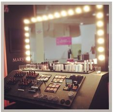 Oh if I only had the space ;) #marykay studio #makeup #vanity
