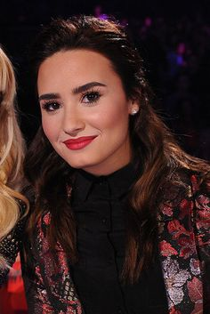 Demi Lovato 14 Before-And-After Photos That Prove Good Eyebrows Can Change Your Entire Face Eyebrows Goals, Eyebrows On Fleek, Thick Eyebrows, Perfect Eyebrows, Good Eyebrows, Square Eyebrows, Drawing Eyebrows, Blonde Eyebrows, Makeup Eyebrows