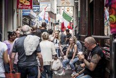 Gewoon een dag in amsterdam  by Raoul Hilbink