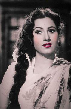 Old Wood Painting Beautiful 48 Ideas Bollywood Heroine, Bollywood Cinema, Bollywood Photos, Indian Bollywood Actress, Beautiful Bollywood Actress, Most Beautiful Indian Actress, Bollywood Stars, Bollywood Celebrities, Beautiful Actresses