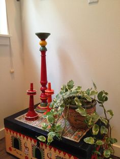 Aalayam - Colors, Cuisines and Cultures Inspired!: Home tour - Part Global, Part Wabi Sabi, Part barefoot living (Part Indian Decor, Traditional Decor, Plant Decor, Earthy Home, Rental Decorating, Painted Trunk, Corner Decor, Home Decor, Small Corner Decor