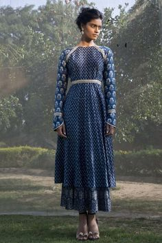Zoraya is a line of contemporary Indian wear for today's new age woman. A label that pays homage to artisanal craftsmanship from across India. Indian Dresses, Indian Outfits, Blue Dresses, Long Dresses, Indian Attire, Indian Wear, Ethnic Fashion, Asian Fashion, Women's Fashion