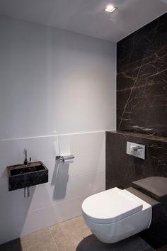 Landelijk handgeschilderd badmeubel met composiet werkblad en rvs look kranen badmeubels made - Ouderlijke badkamer ...