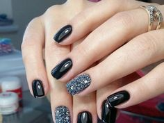 Yeah! Women, now you're through with some of the most adorable fall nail art designs! All you need is to just get rid of your previous nail arts and give a chance to the fall designs! Trust me girly, you're going to become a great fan of these!