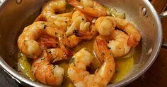 Uma entrada super rápida e fazer e deliciosa! Ingredientes 9 camarões de tamanho médio descascados 3 dentes de alho fatiados Azeit...