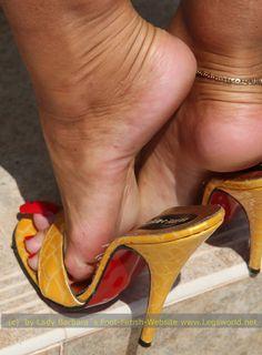 Frauen nackt Lücke zwischen den Beinen
