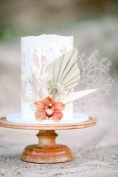 Tips for A Micro Wedding + An Intimate Desert Elopement  #wedding #confettidaydreams #elopement #microwedding #covidwedding #weddingplanning #desertwedding #californiawedding #intimatewedding #picnicwedding #outdoorwedding #weddingtips Fall Wedding Desserts, Dessert Bar Wedding, Wedding Cake Rustic, Elegant Wedding Cakes, Wedding Cake Designs, Boho Wedding, Elopement Ideas, Elopement Wedding, Wedding Cakes With Cupcakes