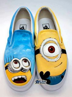Despicable Me Minions Custom Painted Shoes - AllDayChic.I have a pair of shoes I could do this to! Funny Shoes, Cute Shoes, Me Too Shoes, Tom Shoes, Awesome Shoes, Minion Shoes, Custom Painted Shoes, Painted Vans, Hand Painted
