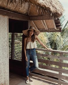 77K vind-ik-leuks, 508 reacties - JULIE SARIÑANA (@sincerelyjules) op Instagram: 'Hello from my little beach hut! ☀️wearing @soludos / ph by Grantyy @grantlegan'