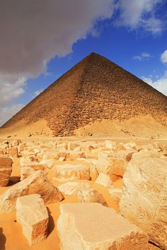 Great Pyramids of Egypt - Staring straight up into history
