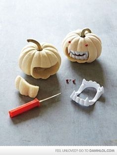 DIY Vampire Pumpkin diy craft halloween crafts how to tutorials pumpkins halloween decorations halloween crafts halloween diy halloween decor Fröhliches Halloween, Holidays Halloween, Halloween Pumpkins, Halloween Vampire, Halloween Clothes, Outdoor Halloween, Primitive Halloween Crafts, Zombie Pumpkins, Lazy Halloween Costumes