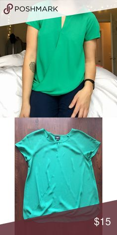 Green Flowy Top Only worn a few times. Great condition. Mossimo Supply Co. Tops Blouses