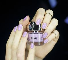 5 Nail colors to try this spring (+ swatches)