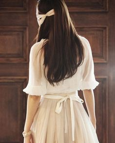 Her outfit and hair look so soft and pretty Kawaii Fashion, Cute Fashion, Asian Fashion, Modest Fashion, Look Fashion, Sweet Fashion, Dress Skirt, Dress Up, Corte Y Color