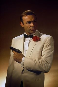 Шон О'Конъри като Джеймс Бонд в Голдфингър Sean Connery as James Bond in Goldfinger, A combination of style and confidence.